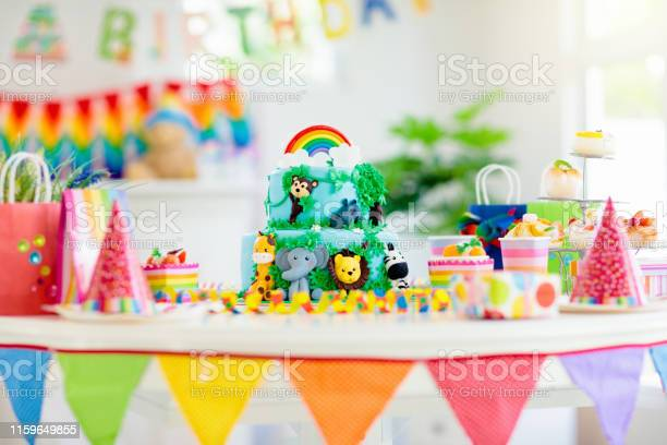 Kids birthday cake child jungle theme party picture id1159649855?b=1&k=6&m=1159649855&s=612x612&h=pgcalpzmvudocprtwivzsvakvrqiwuhvi9ofvaxhskk=