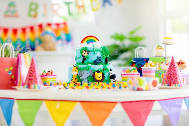 Kinder Geburtstagstorte. Kinder-Dschungel-Thema-Party. – Foto