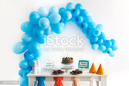 istock Kids birthday party decoration and cake 1021915588