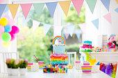 子供の誕生日パーティーの装飾やケーキ