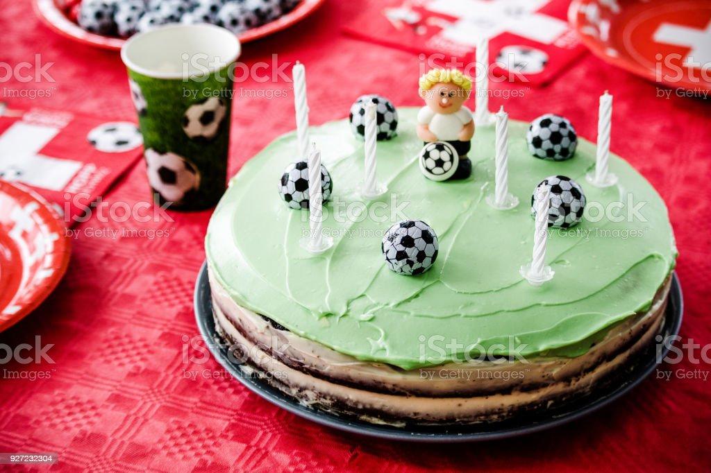Kinder Geburtstag Party Fussballthema Schokoladenkuchen Wie