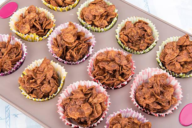 kids chocolate cereal cakes in a baking tray - corn flakes fotografías e imágenes de stock