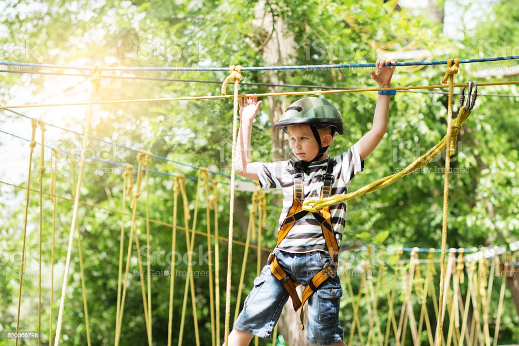 Kids climbing in adventure park. foto de stock royalty-free