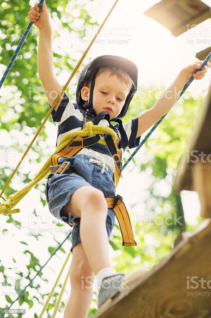 Kids climbing in adventure park. foto de stock royalty-free