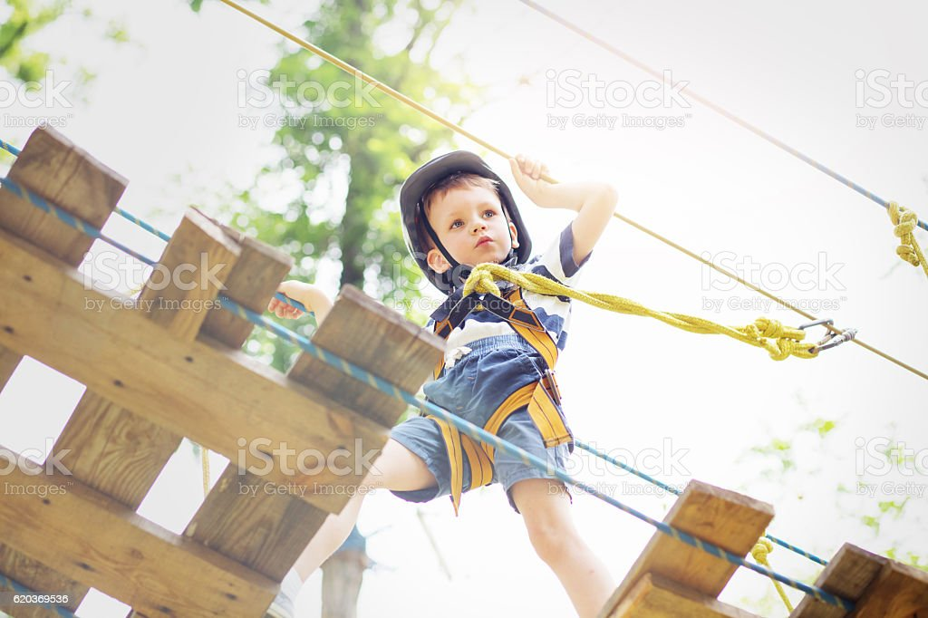 Kids climbing in adventure park. zbiór zdjęć royalty-free