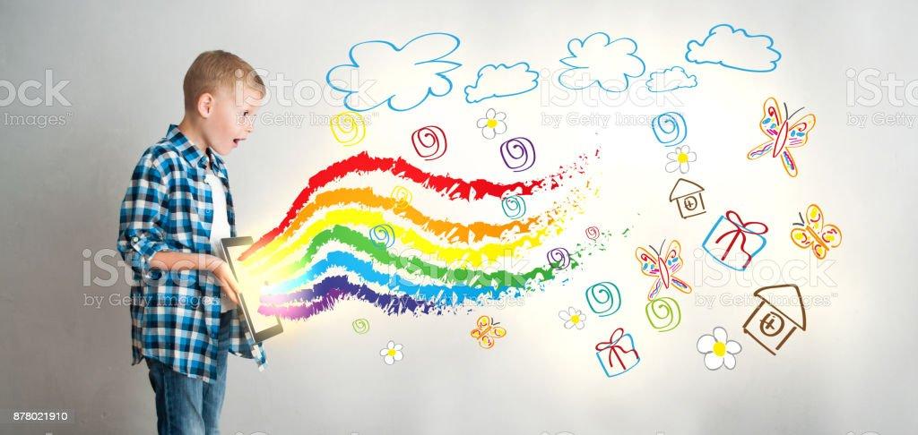 利用數位技術創造孩子的創造力 - 免版稅一個人圖庫照片