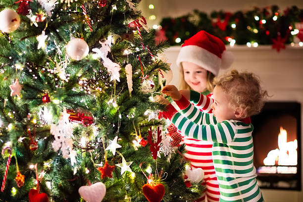 Kids decorating Christmas tree in beautiful living room – Foto