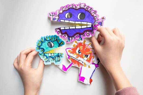 Kinder zeichnen Coronavirus – Foto