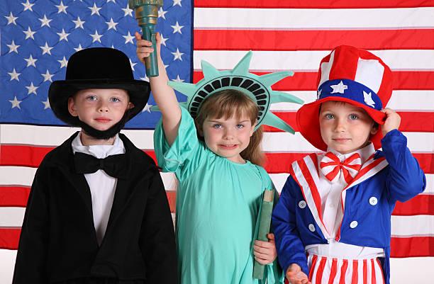 ребенок одет в отечественной костюмов - президент стоковые фото и изображения