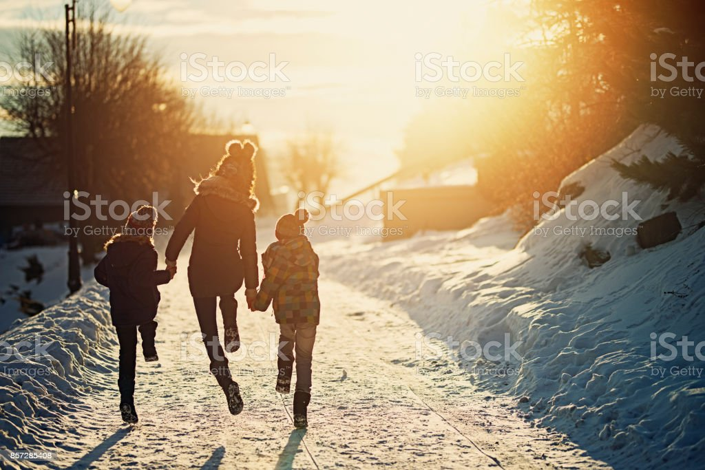 Kinder Winter geniessen – Foto