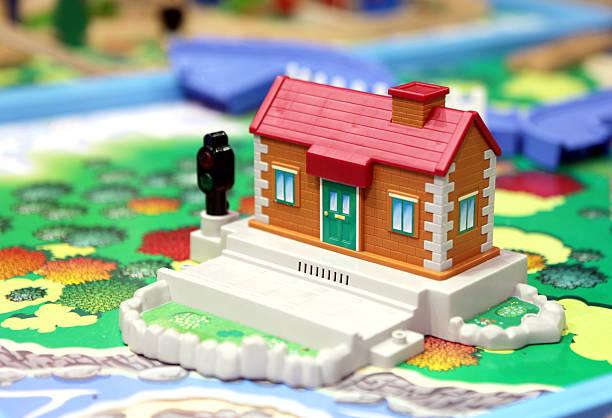 kinder house oder bahnhof - pictafolio stock-fotos und bilder