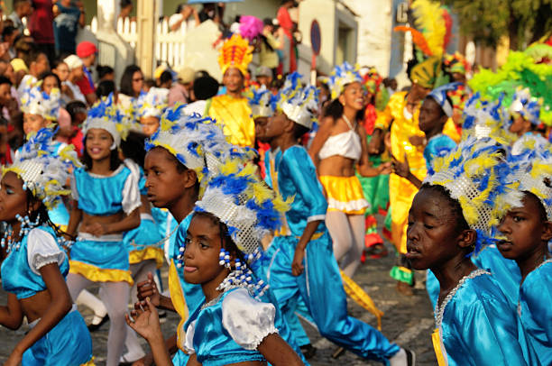 kinder im karneval - kapverdische inseln stock-fotos und bilder