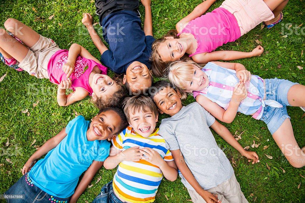 Kinder im Freien – Foto