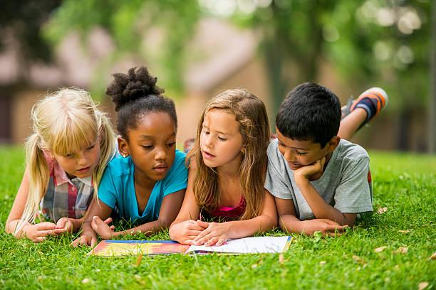 kids outside - yalnızca çocuklar stok fotoğraflar ve resimler