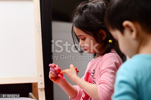 154371635 istock photo Kids painting 911915214