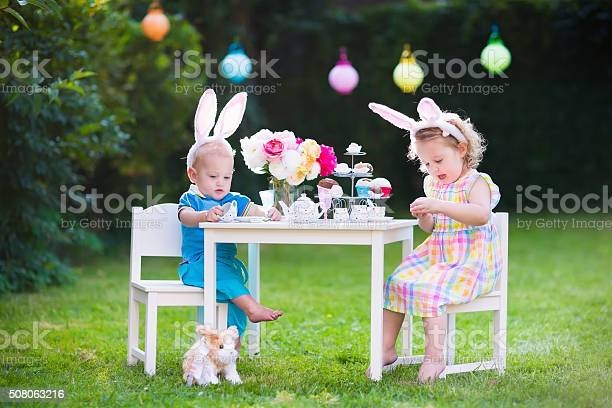 Kids playing easter tea party with toys picture id508063216?b=1&k=6&m=508063216&s=612x612&h=cvar9r4gbzx9sccteyvxbjdg79mfeg4av5k1vm1whcw=