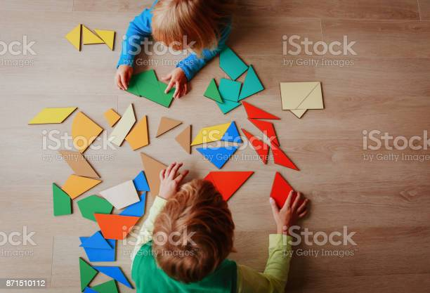 Kids playing with puzzle education concept picture id871510112?b=1&k=6&m=871510112&s=612x612&h=wcxgujkeaqab39ubeady3n5umhmtpyjsm fmj2obf24=