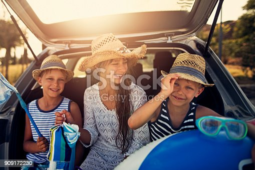 639770050 istock photo Kids returning from beach by car 909172230
