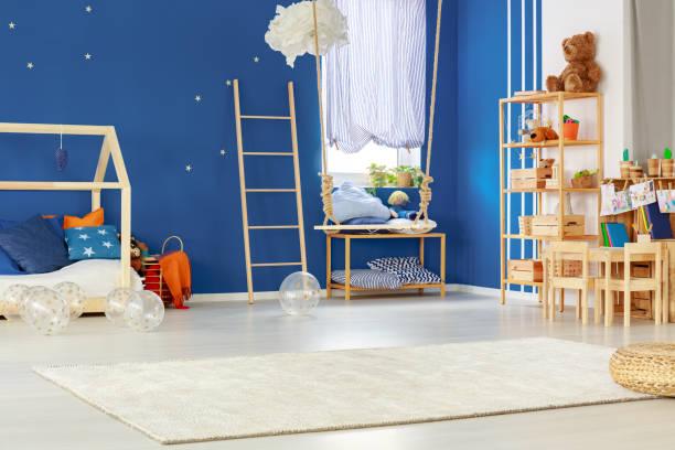 kinderzimmer mit swing - marineblau schlafzimmer stock-fotos und bilder