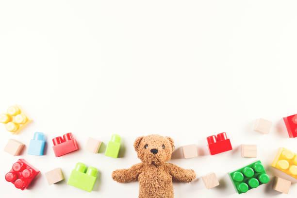 孩子們的玩具背景與泰迪熊和豐富多彩的塊圖像檔