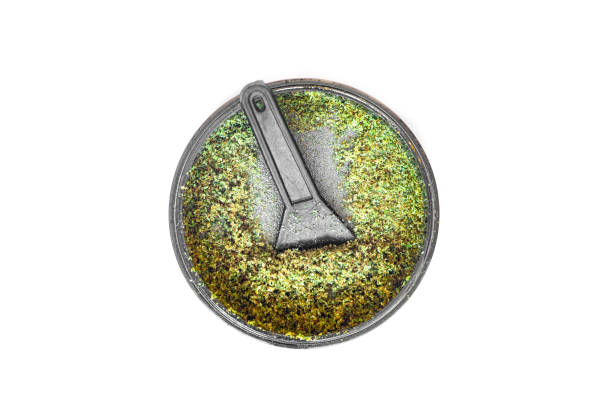 Kief in grinder for weed Trichomes buds of Cannabis macro top view medical use THC and CBD - foto stock