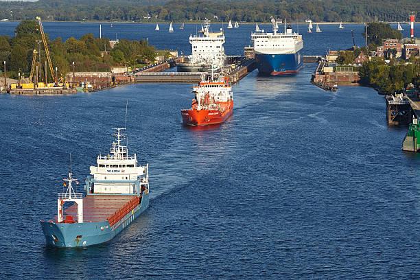 Kiel-Schiffe Sie das Schloss Kiel-Holtenau – Foto