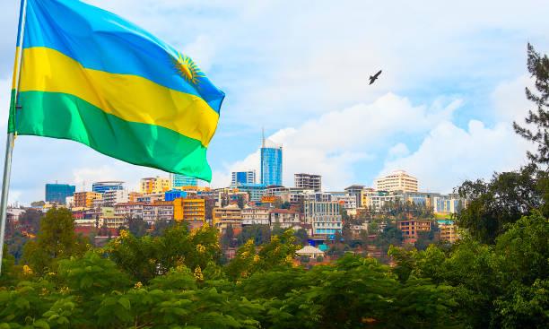Kigali Skyline des Geschäftsviertels mit der Flagge, Ruanda – Foto