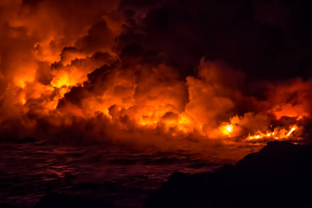 Kilauea volcanic eruption in Hawaii Fire and lava flowing from the volcanic eruption in Hawaii on the Big Island volcano stock pictures, royalty-free photos & images