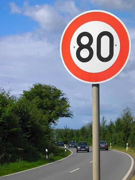 nur 80 kilometer - herpens stock-fotos und bilder