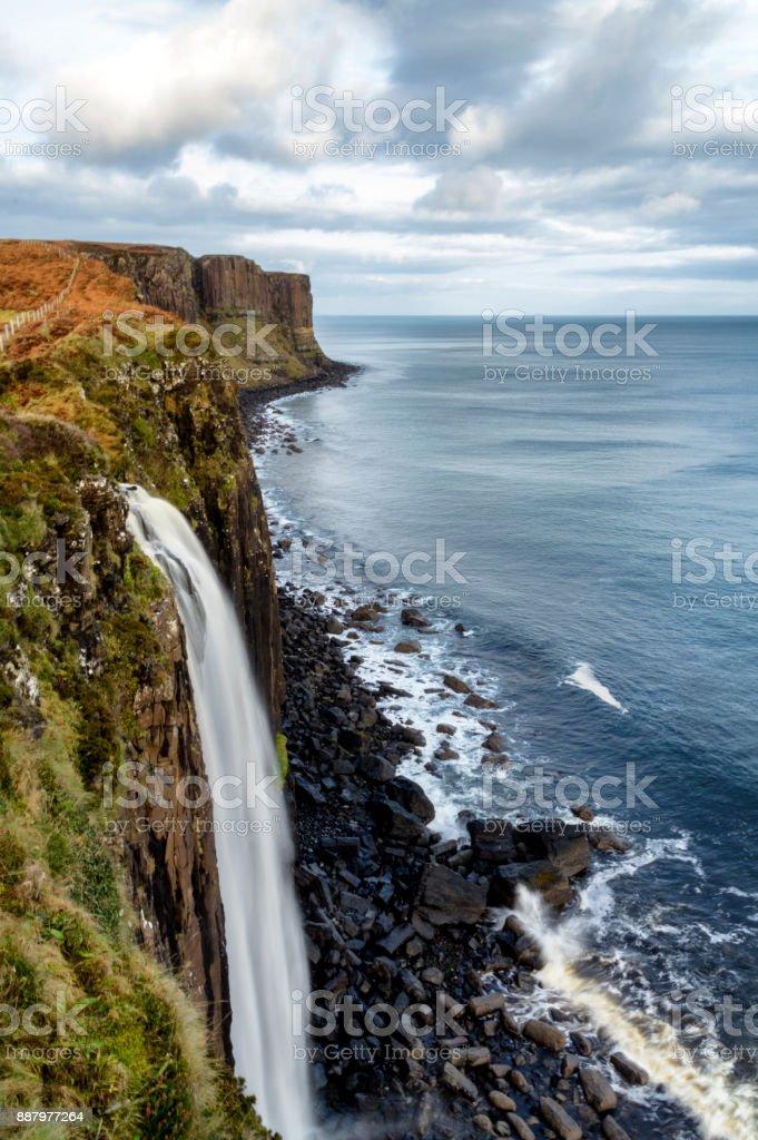 İskoç eteği Rock ve Mealt Falls royalty-free stock photo