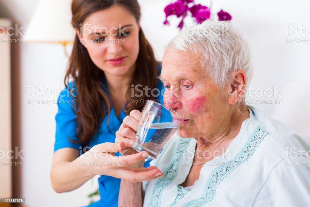 Freundlichen Betreuer helfen – Foto