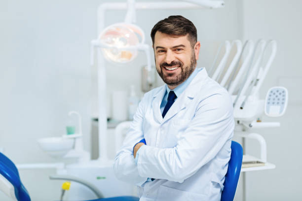 genre cœur regard du dentiste professionnel - dentiste photos et images de collection
