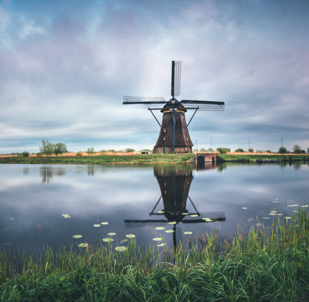 Kinderdijk Windmill Kinderdijk windmill on a cold spring morning. nederland stock pictures, royalty-free photos & images