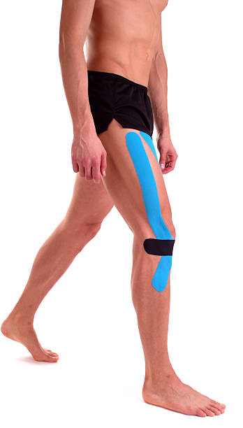 Kinesiologie tape am Knie. Physiotherapie für Sportler – Foto