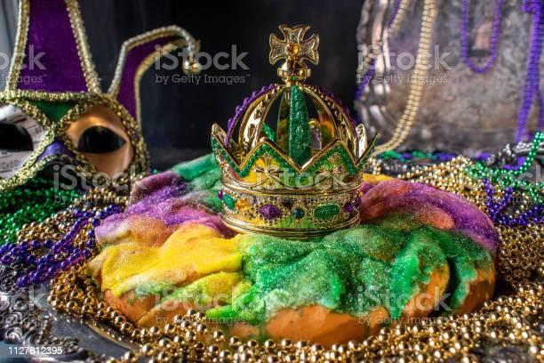 King Cake With Crown - Fotografias de stock e mais imagens de Amarelo