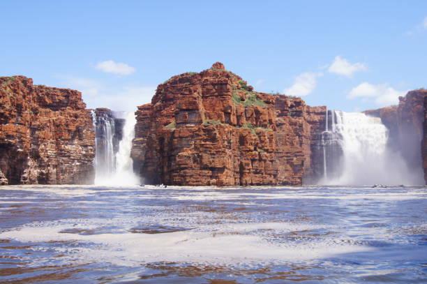king george fällt die kimberley australien - regenzeit stock-fotos und bilder