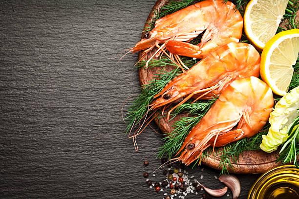 king prawns - räka fisk och skaldjur bildbanksfoton och bilder