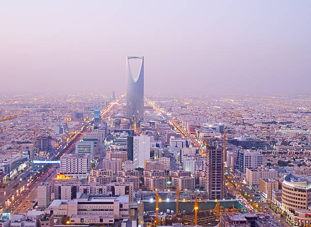 Kingdom tower RIYADH - DECEMBER 22: Kingdom tower on December 22, 2009 in Riyadh, Saudi Arabia. Kingdom tower is a business and convention center, shoping mall and one of the main landmarks of Riyadh city saudi arabia stock pictures, royalty-free photos & images