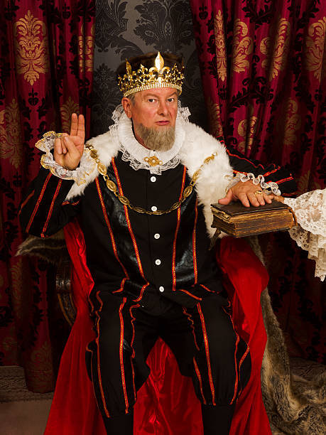 des königs eid auf der bibel - hochkönig stock-fotos und bilder