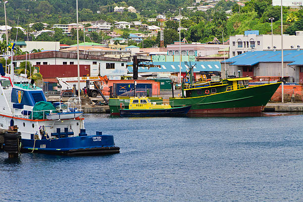 kingstown harbour, st. vincent und die grenadinen - st. vincent und die grenadinen stock-fotos und bilder