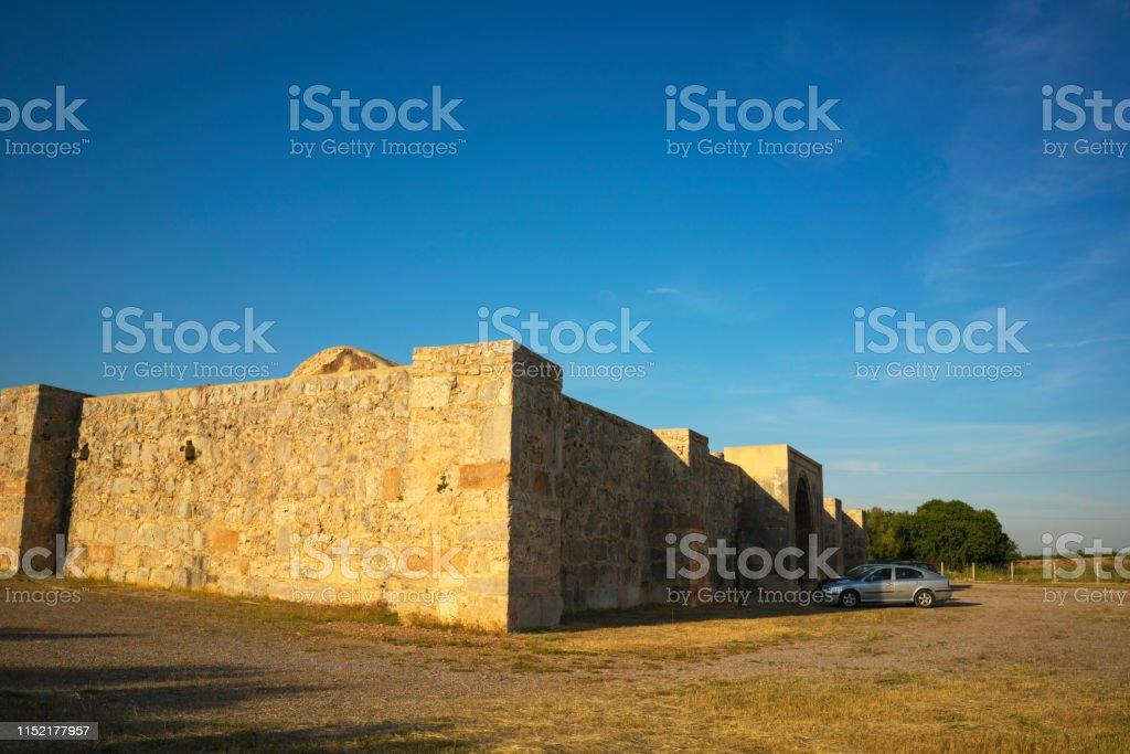 Kirkgoz Khan (Kırkgöz Han), (caravanserais) gebouwd door de Seltsjoeken aan reizigers tussen de kust en hun hoofdstad in Konya, gebouwd in 1230, Antalya, Turkije tegemoet te komen - Royalty-free Antalya Stockfoto