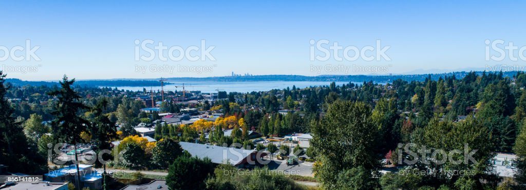 Kirkland Lake Washington USA Waterfront vista aérea hacia Seattle - foto de stock