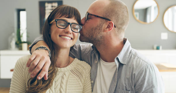 a kiss for my special lady - brunette woman eyeglasses kiss man foto e immagini stock