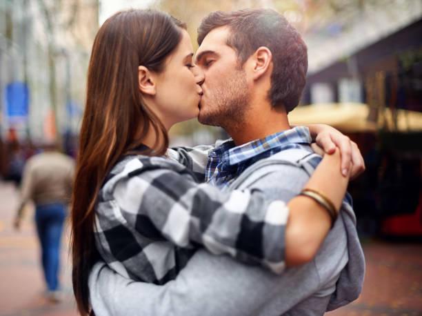 Beijando nas ruas - foto de acervo