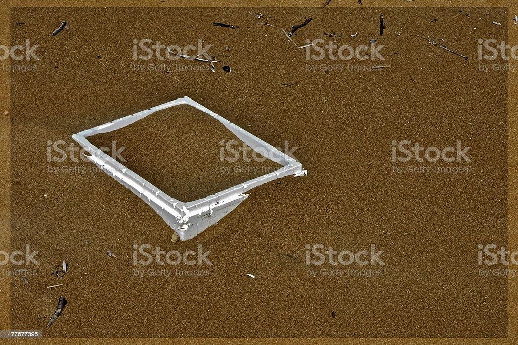 Kiste im Sand stock photo