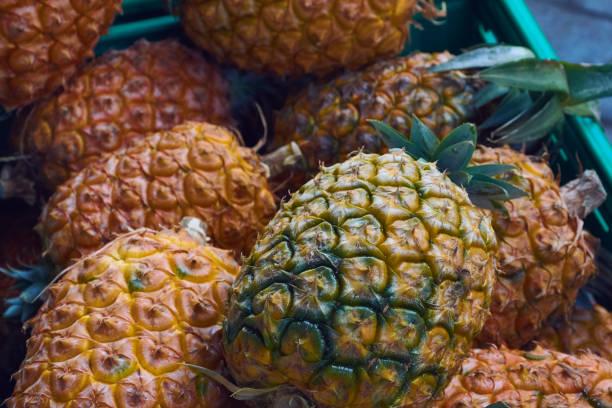Kiste mit frischen Ananas in der Markthalle in Ponta Delgada stock photo