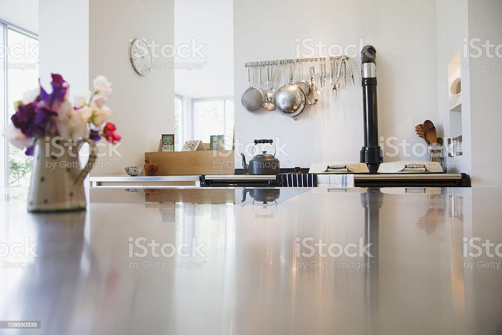 Licznik kuchnia w nowoczesnym domu i – zdjęcie