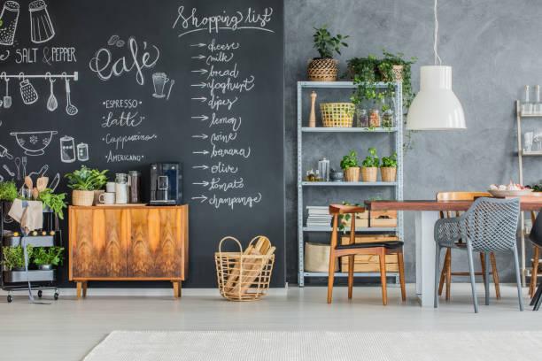 küche und esszimmer  - küche rustikal gestalten stock-fotos und bilder