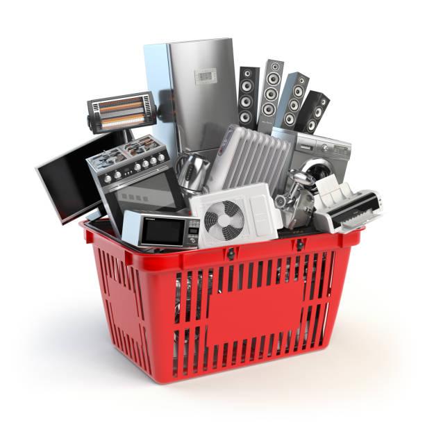 Küchengeräte in den Warenkorb legen. Online-e-Commerce-Konzept. – Foto