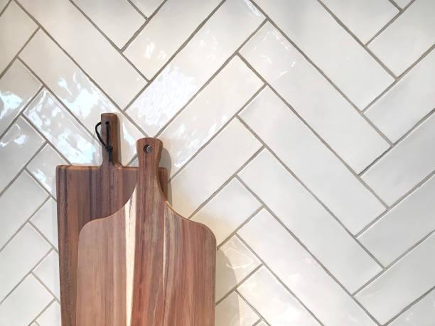 küche butcher block fischgrät - hofladen stock-fotos und bilder